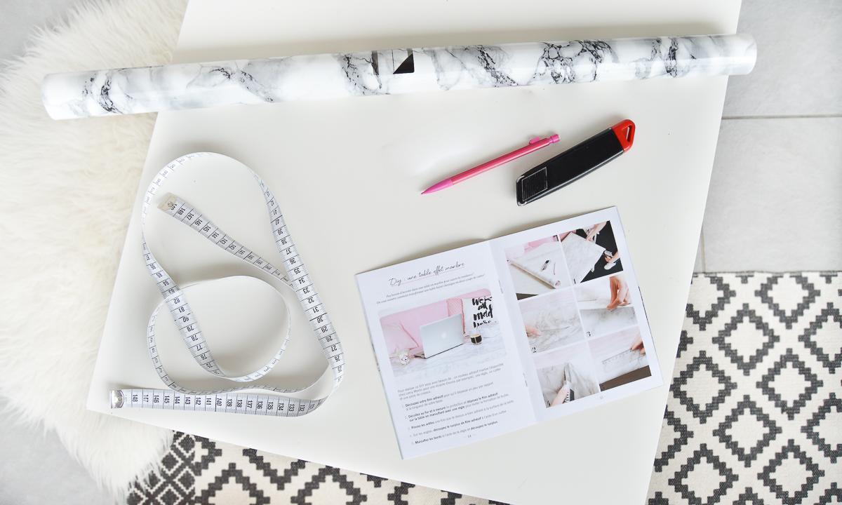 Diy creer sa table effet marbre - Rouleau adhesif effet marbre ...