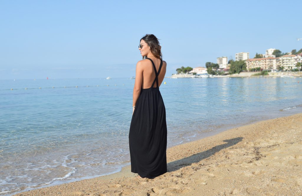 LONG DRESS ON THE BEACH