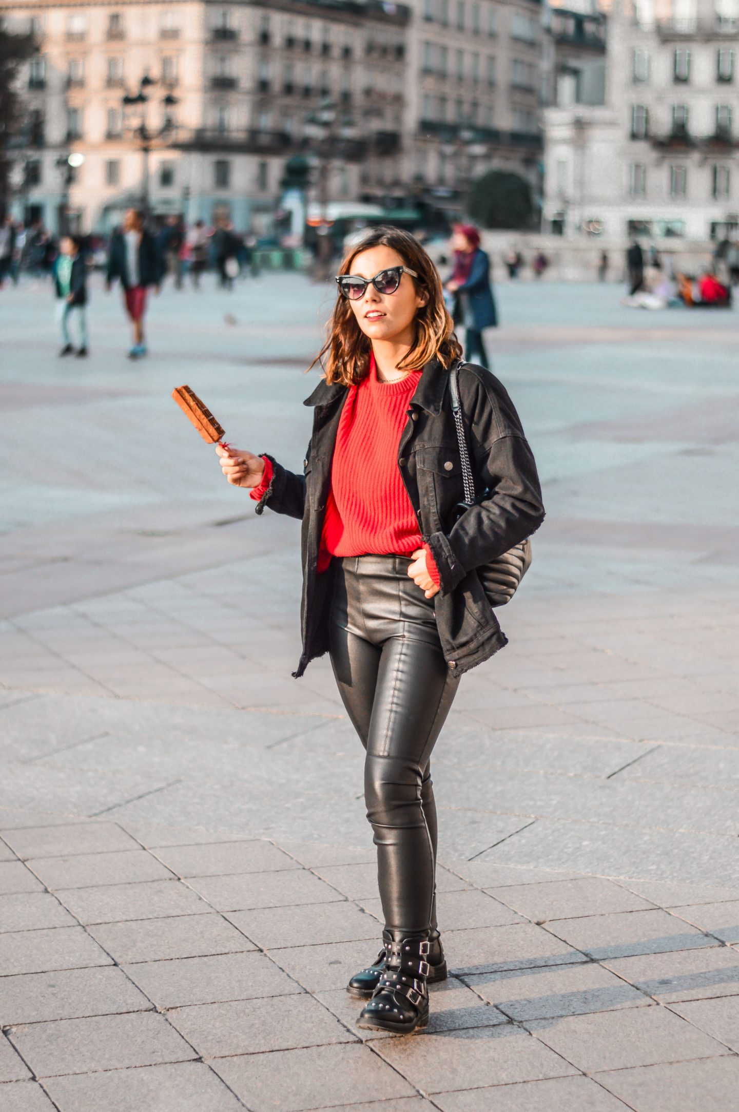 PULL ROUGE & VESTE SIMILI